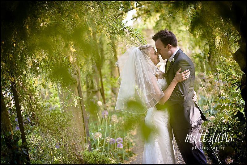 Barnsley House wedding photos of couple kissing