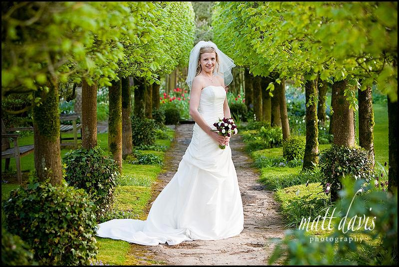 Barnsley House wedding photos in gardens