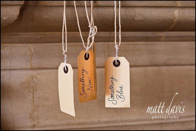 Vintage wedding ideas - luggage labels