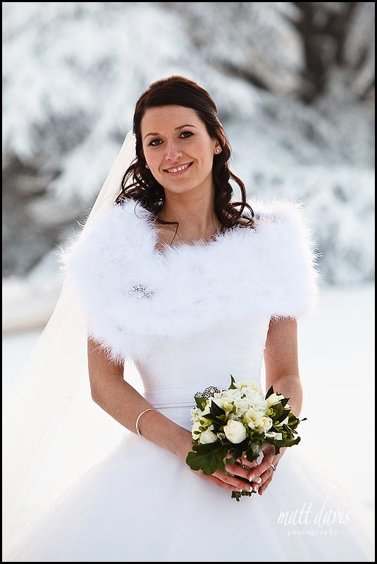 Brides Warm fluffy wrap for winter wedding