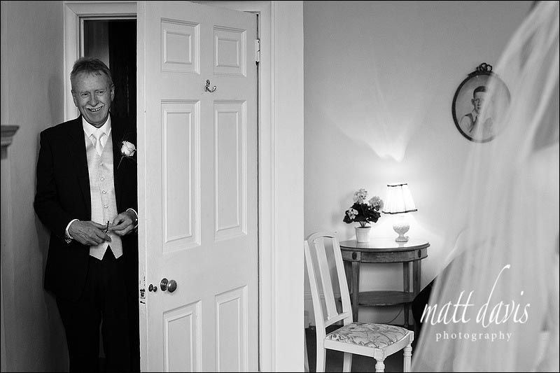 Father of the bride seeing bride for first time