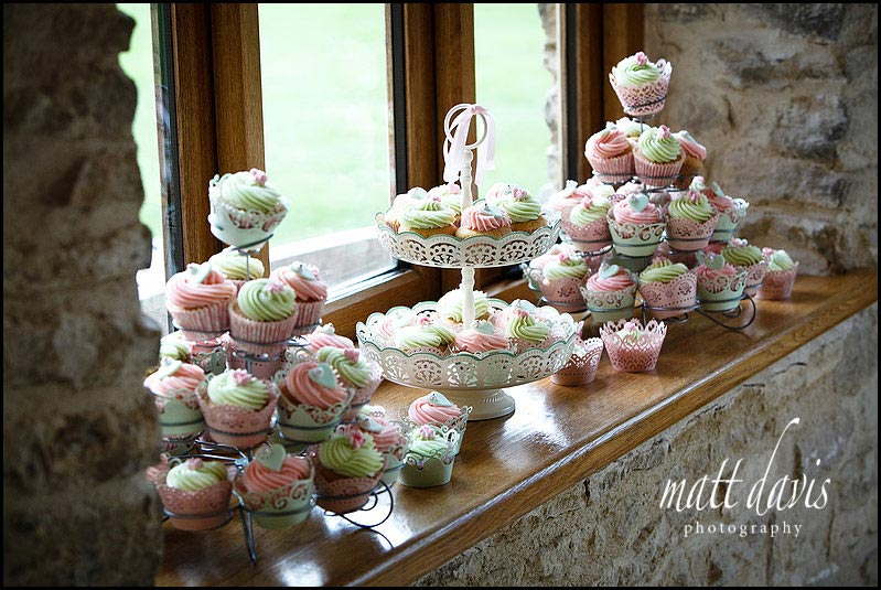 vintage style cupcakes for wedding