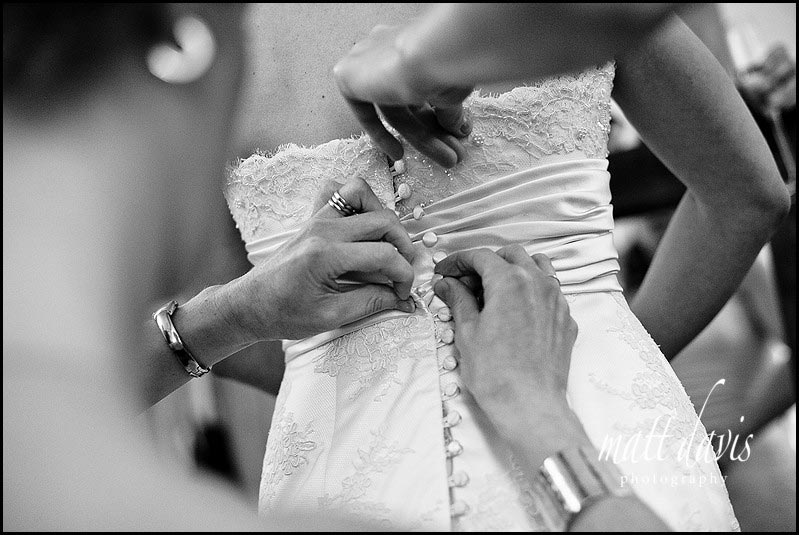 how to do up your wedding dress