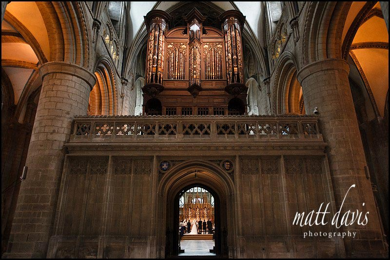 wedding photos at Gloucester Cathedral