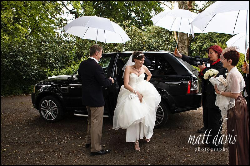 Wet wedding photography at Sudeley Castle