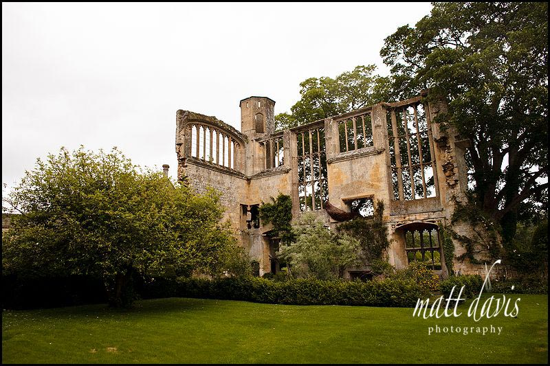 Ruined parts of Sudeley Castle perfect for great wedding photos