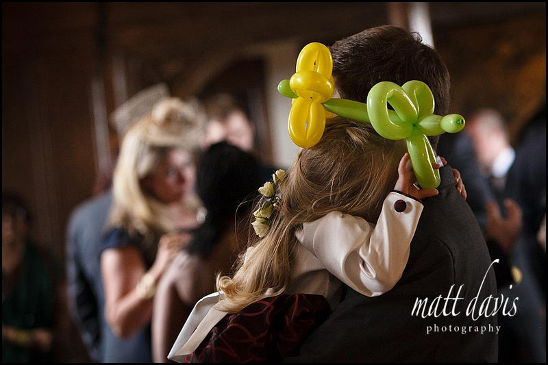 children's entertainer at weddings makes balloon animals
