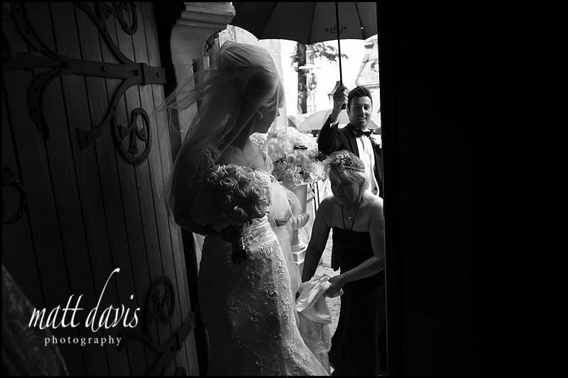 wet wedding photos in Gloucestershire