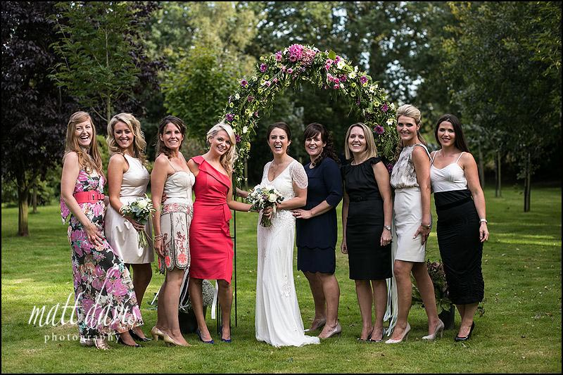 Group wedding photos in a relaxed style