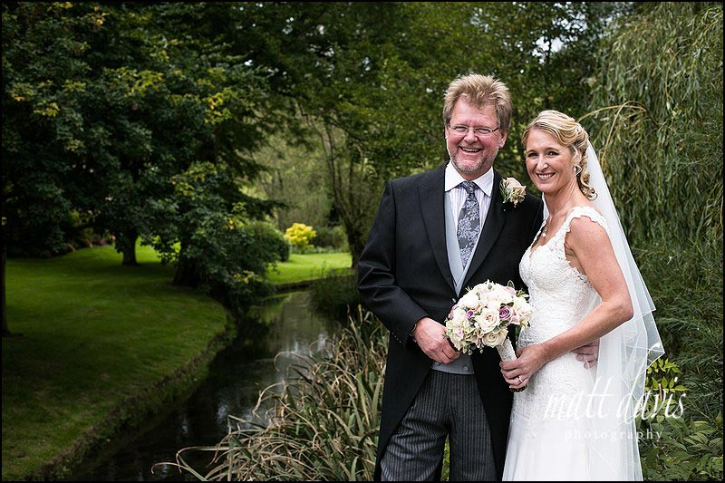 Relaxed wedding photos near a stream in Naunton