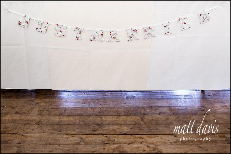 'Just married' table decoration sign