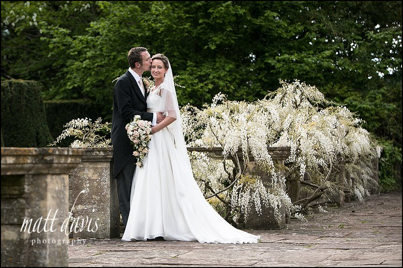 Berkeley Castle wedding photo of couple near the pond and fountain