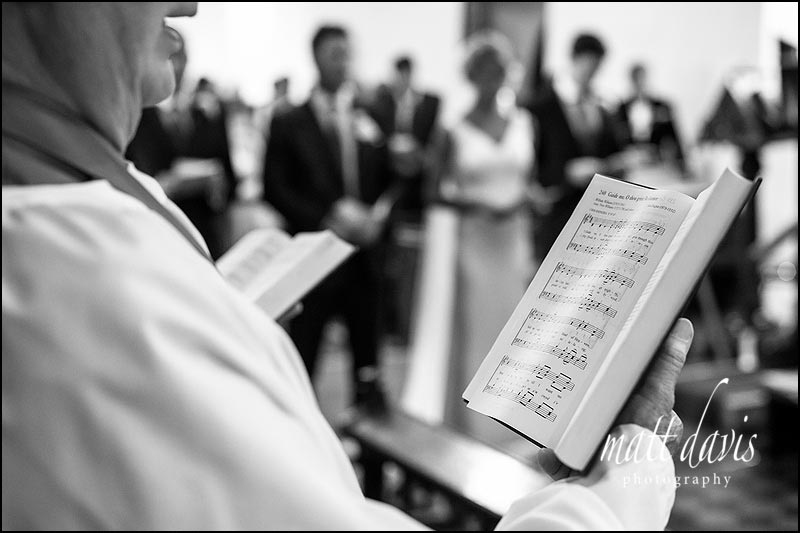 Choir singing during a wedding in Oxfordshire