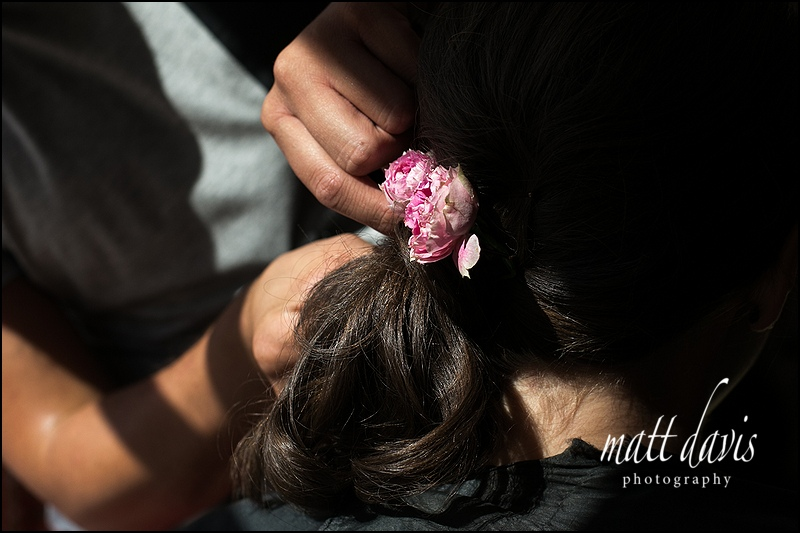 pink wedding flowers in bridesmaids hair