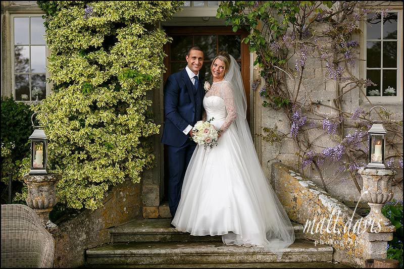 Relaxed wedding photos taken at Barnsley House by Matt Davis Photography