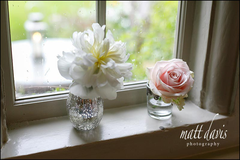 Simple wedding decorations with single flowers in a small vase
