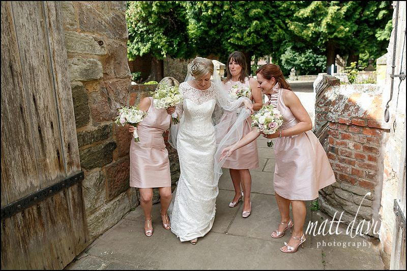 photo of bride and bridesmaids at Birtsmorton Court