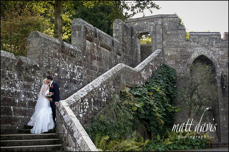 Couple wedding photos in the grounds of Eastnor Castle
