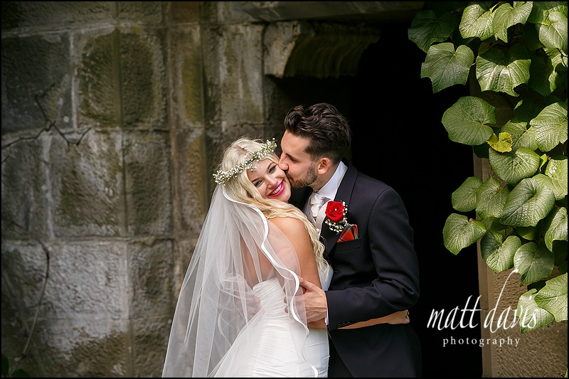 Relaxed natural wedding photos taken at Eastnor Castle by Matt Davis Photography