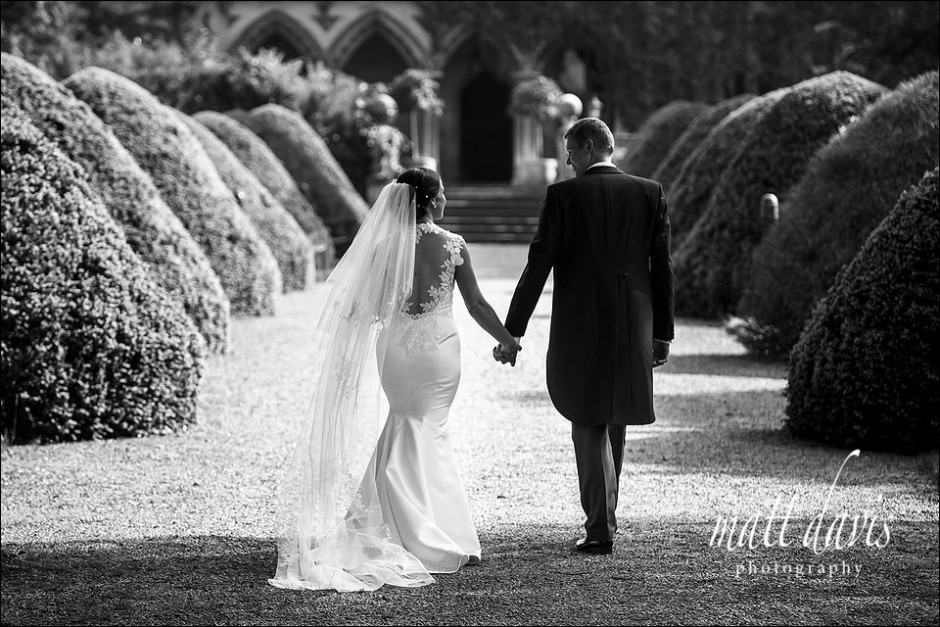 Black and white Manor By The Lake wedding photos