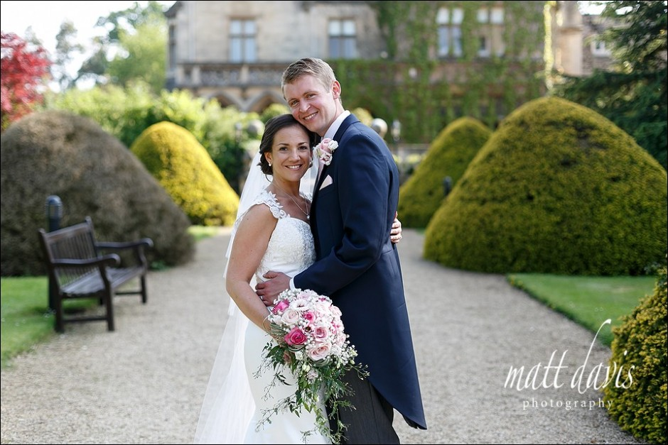 natural wedding photos at Manor By The Lake Cheltenham