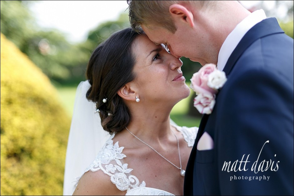 Stylish wedding photos at Manor By The Lake Cheltenham